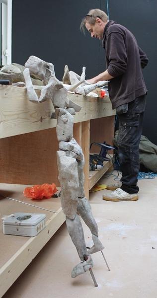 68-making-stones-seem-human-master-and-pupil-at-workbench